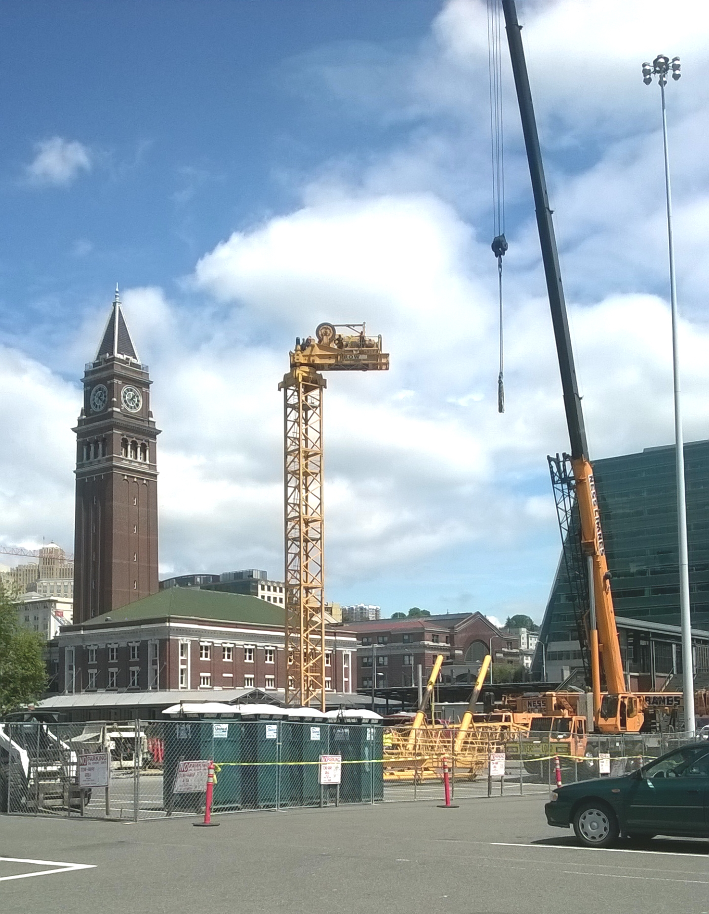 Tower Crane Going Up : Seattle djc local business news and data